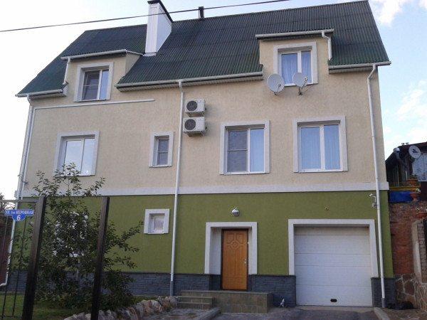 Окрашенный фасад пеноблочного дома
