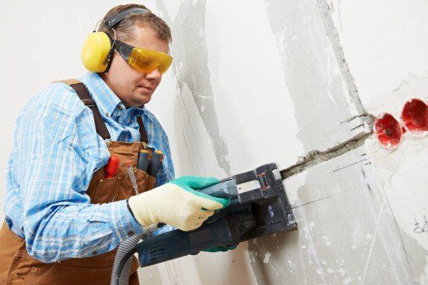 Штробление пеноблочной стены
