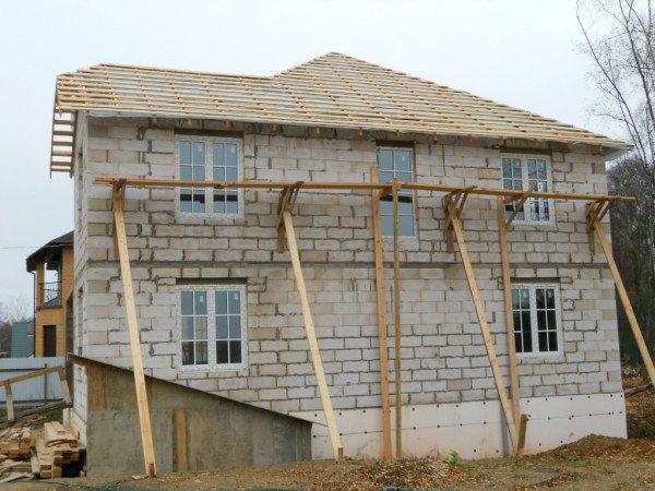 Стены готовы, окна застеклены – основная работа выполнена, осталось дело за малым!
